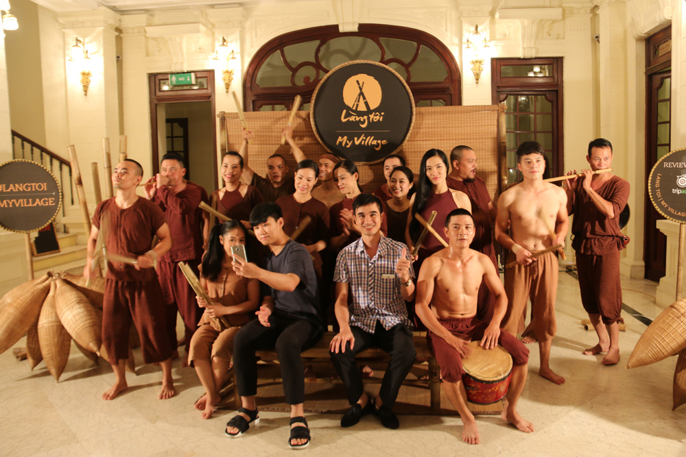 Alex Duy with performers