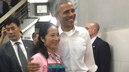 Obama with the restaurant owner