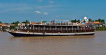 Siem Reap Phnom Penh Cruise by Toum Tiou