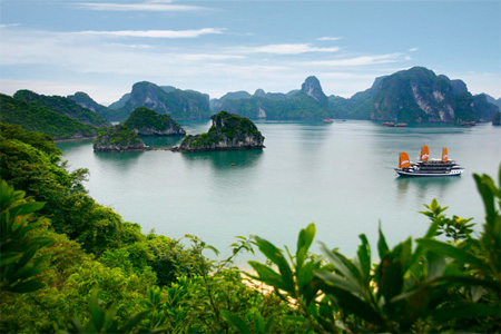 Halong will offer new tours on seaplane in 2014