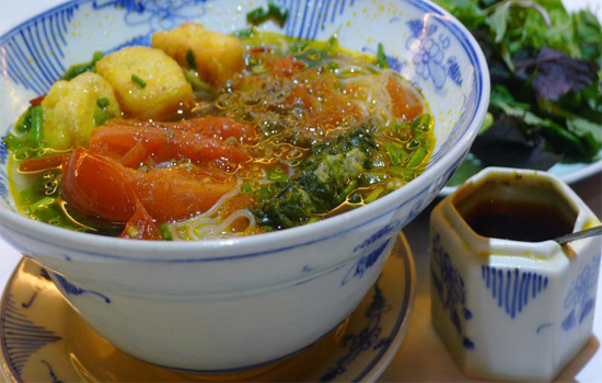 Vermicelli and sour crab soup