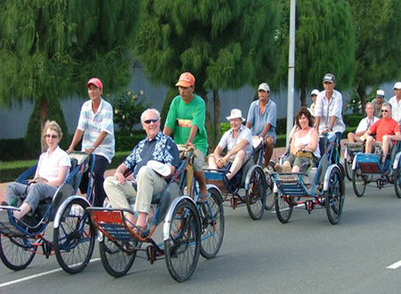 Foreign tourists are interested in taking cyclo tour