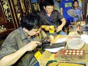 The handmade jewelry Festival is organized in Hanoi Old Quarter