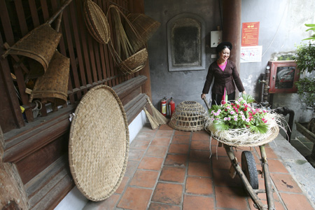 Exhibition features old Hanoi's space