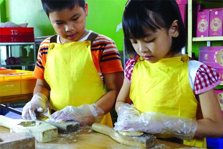 Mooncake making class for children