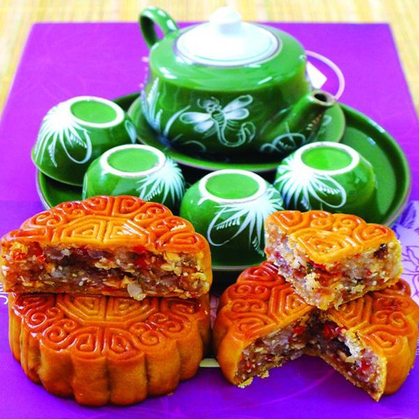Vietnamese people often have mooncake with tea