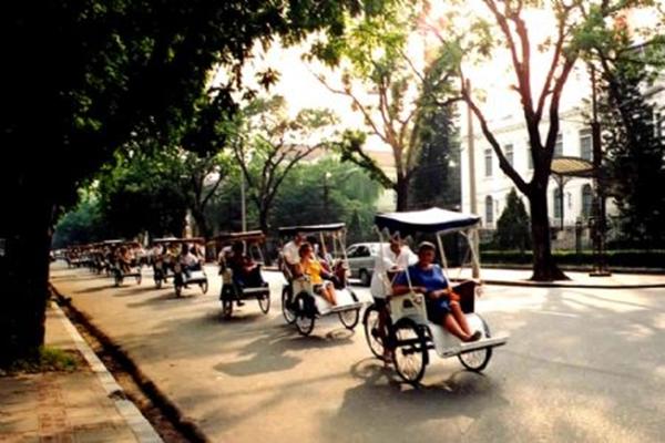 Visit peaceful Hanoi on cyclo (xich lo)