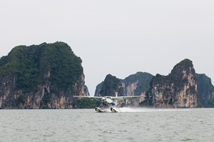 Sightseeing over Halong Bay by Seaplane