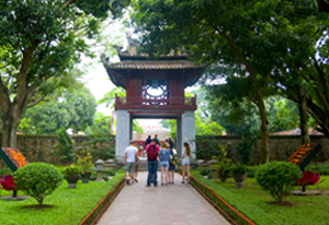 Hanoi city tour - Group daily sightseeing trip on bus