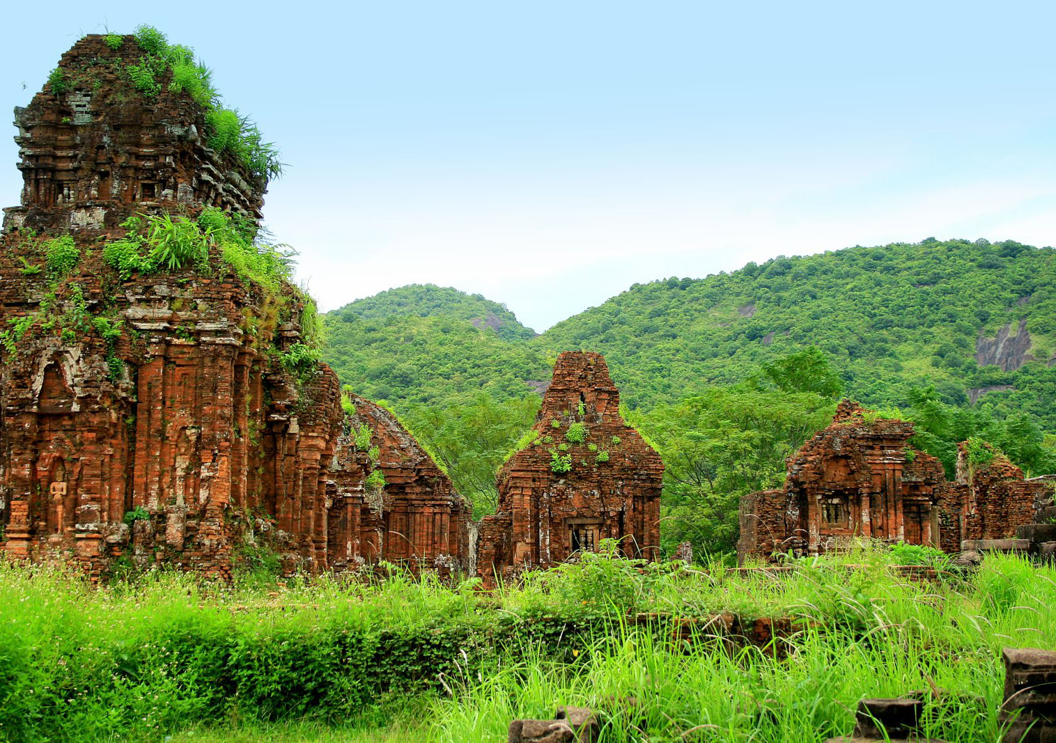 vietnam travel tours Vietnam travel packages vietnam homestay tour it will be your unique experience as you walk along tiny ancient alleys, visit communal house in mong phu hamlet - the only hamlet whose original village entrance gate remains intact, dedicated to national heroes.