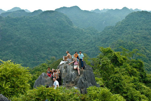 Trekking Cat Ba National Park and Lan Ha Bay Kayaking Tour