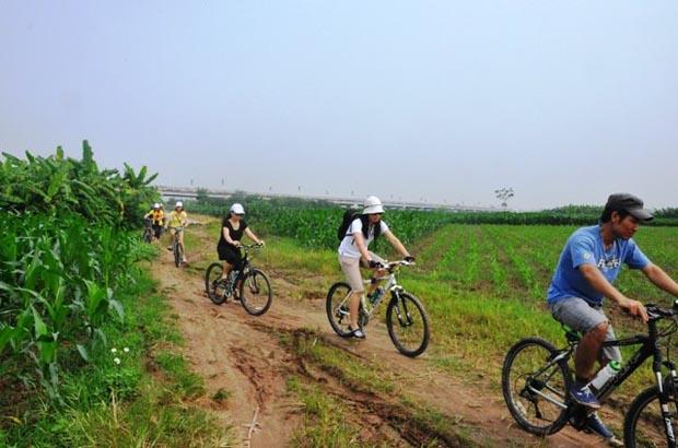 Biking to But Thap pagoda and Dong Ho Folk painting Village