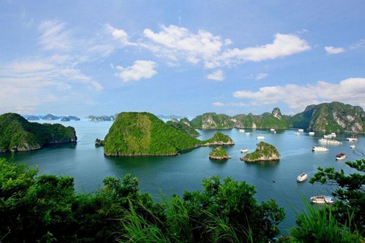 A corner of beautiful Halong Bay
