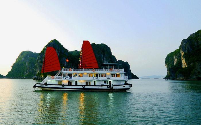 A cruise on Halong Bay