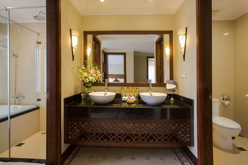 Hanoi La Siesta Hotel & Spa Family Suite Bathroom