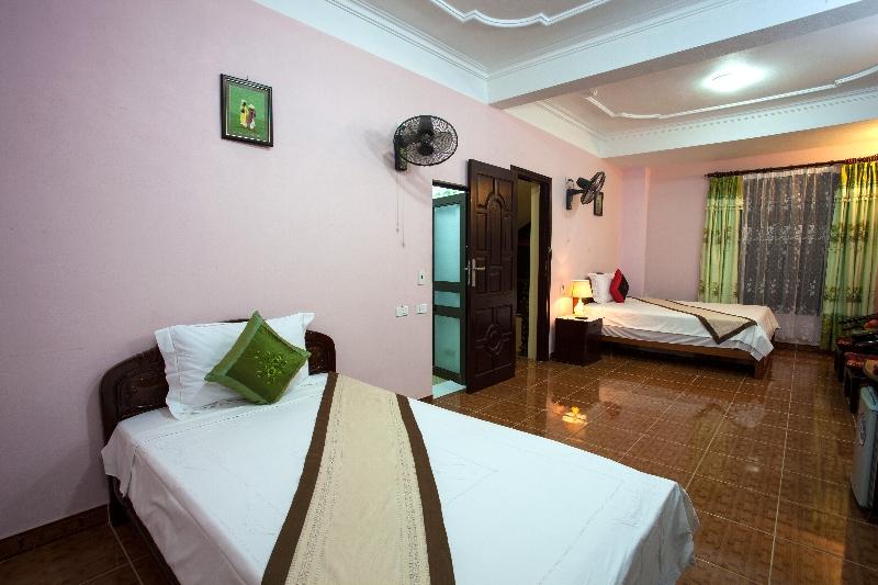 Nam Hoa Hotel Family room