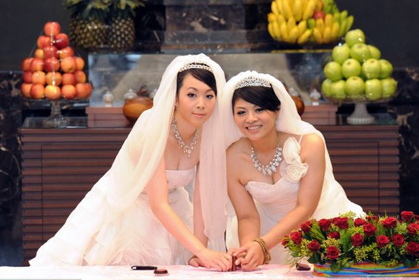 A lesbian wedding in Vietnam