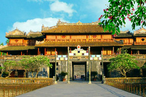 Gate of Noon, Hue