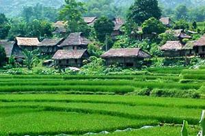 Hoa Binh travel guides, Hoa Binh tours, Vietnam travel information.