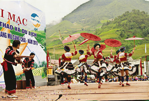 The opening ceremony in Mu Cang Chai