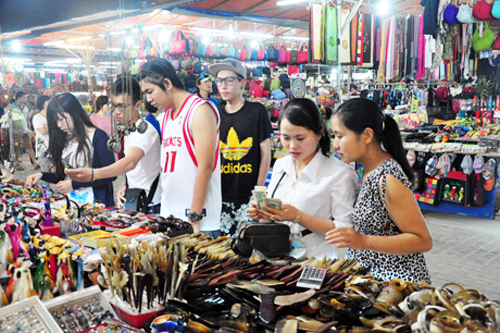 Ha Long night market
