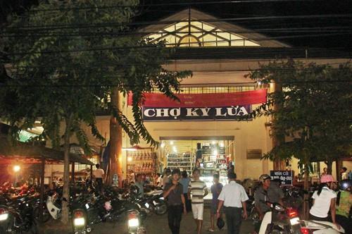 Ky Lua night market