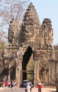 Angkor Thom travel guides, Angkor Thom tours in Cambodia