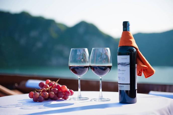 Enjoy your drink on Genesis Cruise