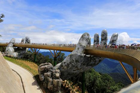Golden Bridge - Da Nang