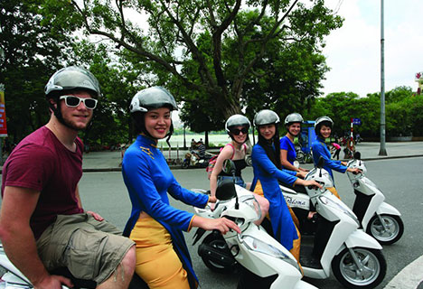 Hanoi motorbike tour: Private Shopping & Food tour