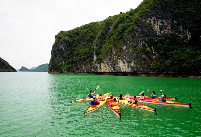 Kayaking in Lan Ha - Genesis Cruise