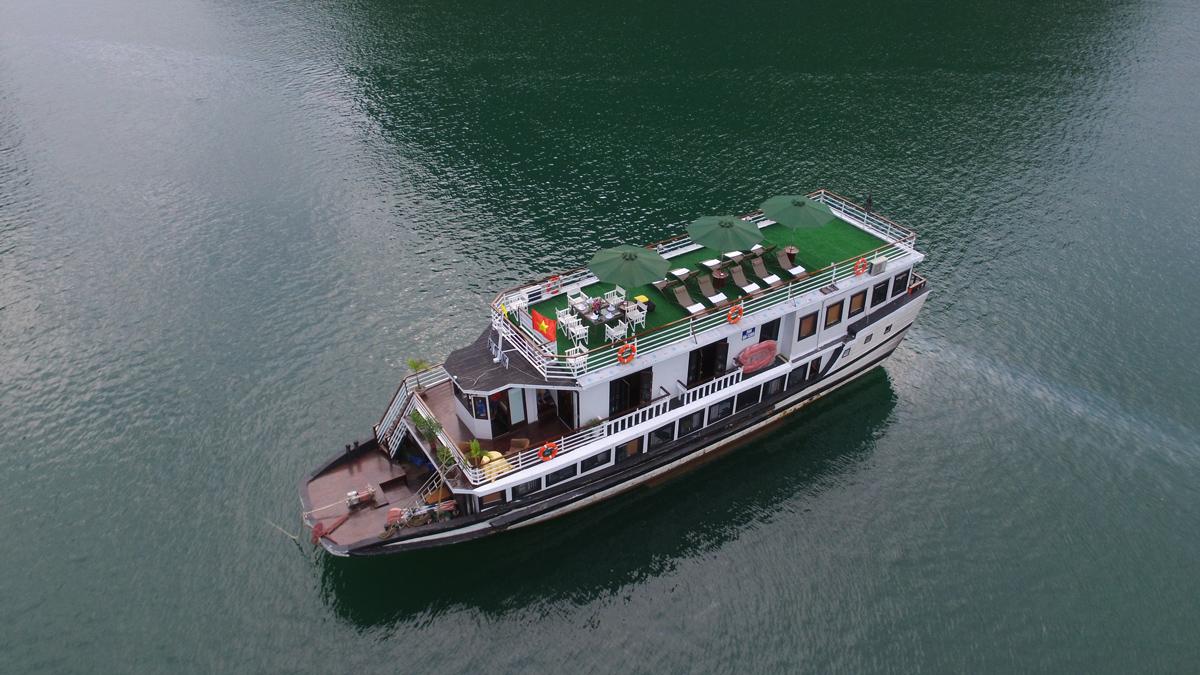 Legend White Dolphin Cruise – 2 Days 1 Night