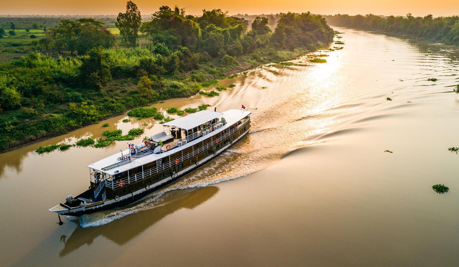 Toum Tiou – Saigon to Siem Reap 8 Days 7 Nights (high water)