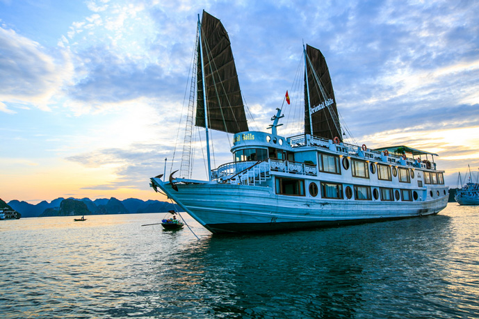 Oriental Sails – 3 Days 2 Nights