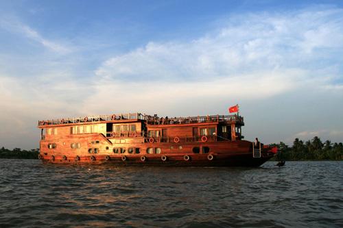 Dragon Eyes River Cruiser - 2D1N - Cai Be, Cai Rang, Can Tho - Paradise Travel
